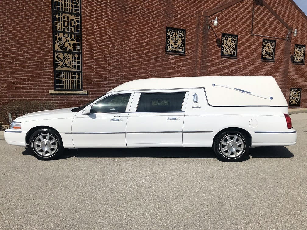 2011 White Lincoln S&S Funeral Coach 2