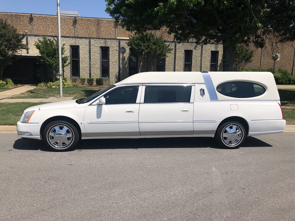 2007 White Federal Funeral Hearse 1