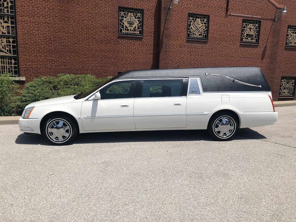 2006 White Cadillac Superior Funeral Coach for Sale