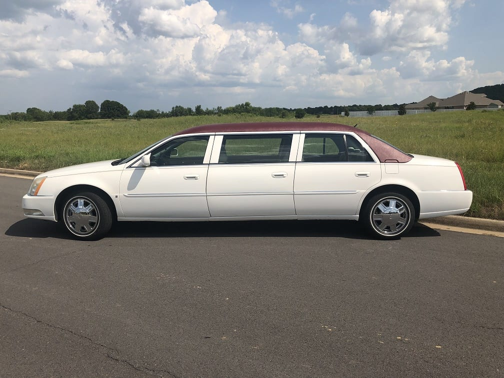 2007 White Six Door Funeral Limousine for Sale