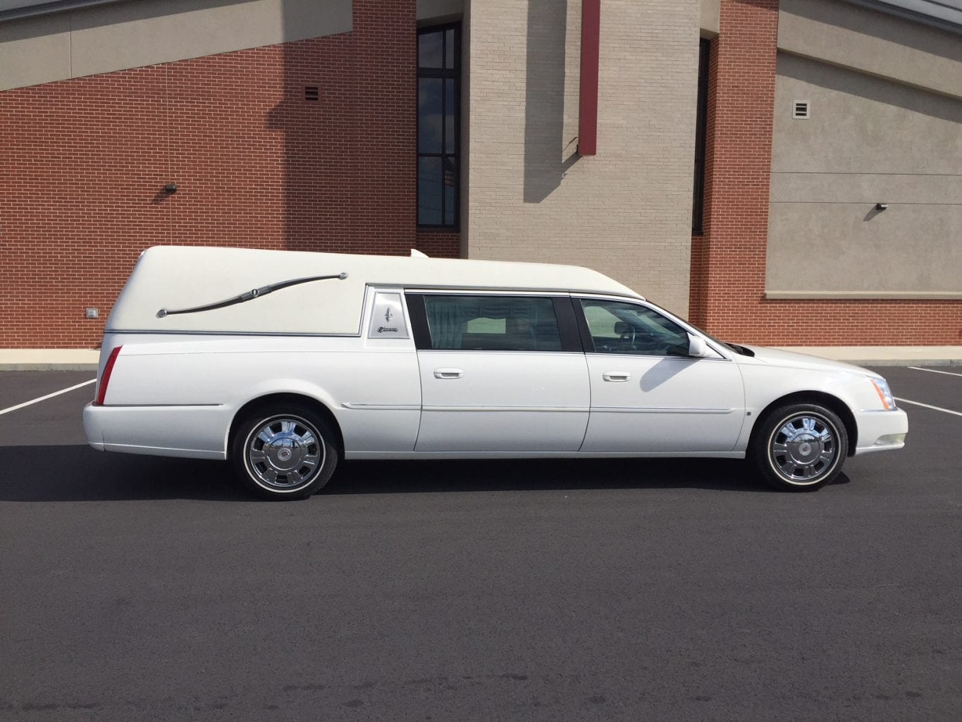 2009 Cadillac Superior Hearse for Sale 1