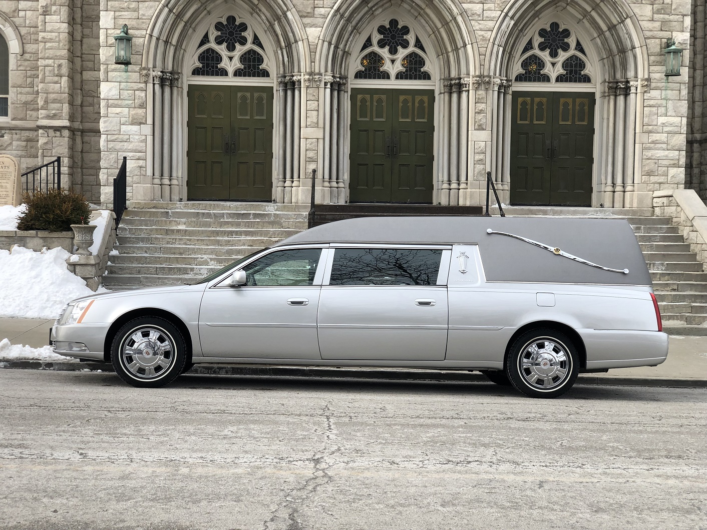 2010 Silver Federal Heritage Funeral Hearse for sale 1