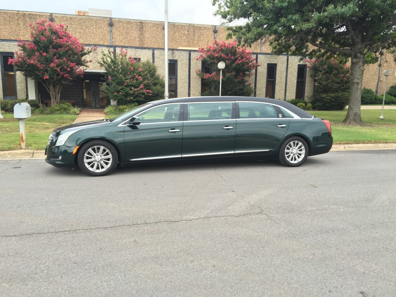 2014-Cadillac-Six-Door-Limo-for-Sale