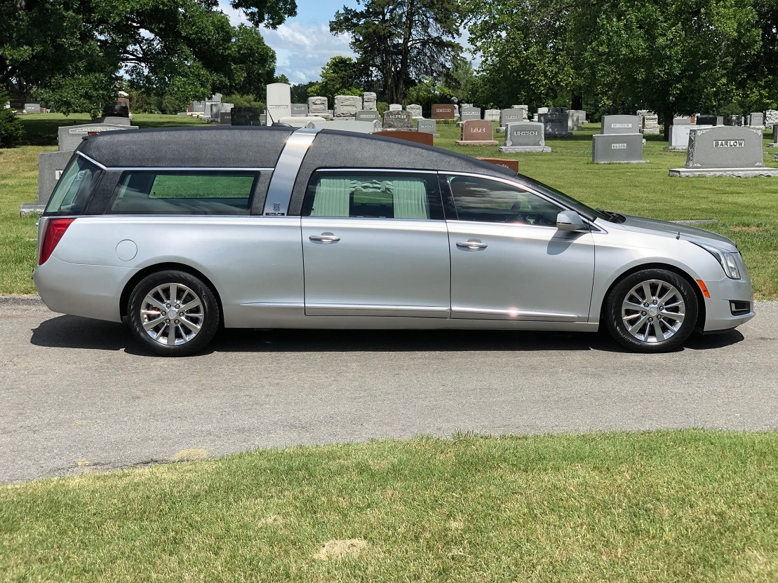 2016 Silver Paint Black Top Cadillac Armbruster Stageway Crown Regal Funeral Coach Hearse For Sale