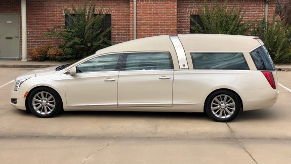 2014 Cadillac Ivory Parchment Armbruster Stageway Crown Regal Funeral Coach Used Hearse For Sale