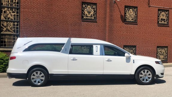 2018 White Lincoln MK Grand Legacy Limited Funeral Coach Used Hearse For Sale