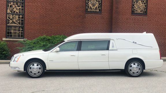 2011 White Krystal Cadillac Funeral Coach Used Hearse For Sale