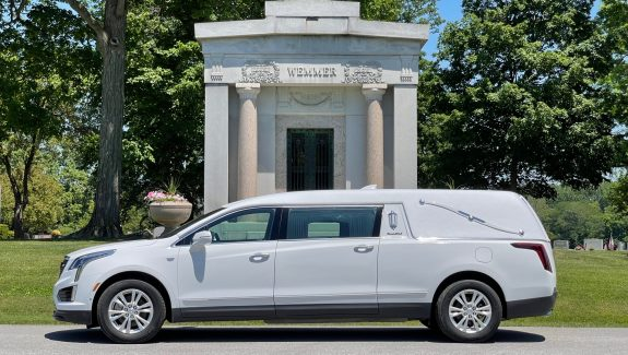 2020 Cadillac S&S Medalist Coach - Crystal White Tricoat Funeral Car For Sale